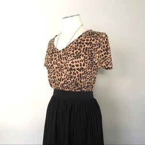 PINK/ leopard V-Neck Short Sleeve Fitted T-Shirt
